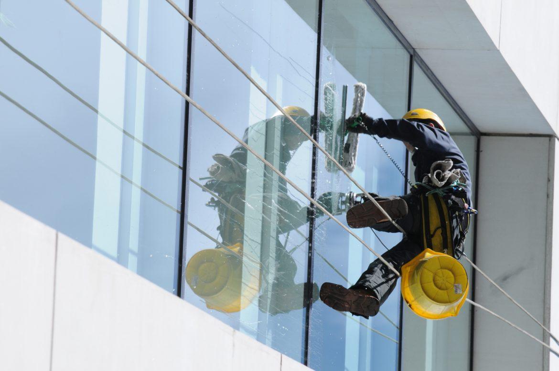 Servicios de limpieza de ventanas de altura en Panamá