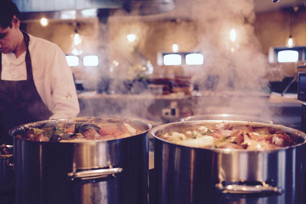 Servicios de limpieza profunda para cocina de restaurante